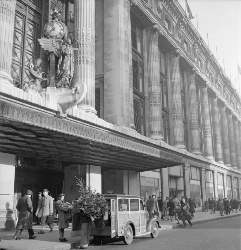 Selfridges in the 1940s. Image: By Ministry of Information Photo Division Photographer - http://media.iwm.org.uk/iwm/mediaLib//44/media-44390/large.jpgThis is photograph D 23005 from the collections of the Imperial War Museums., Public Domain, https://commons.wikimedia.org/w/index.php?curid=24377195